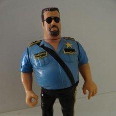 Figuras y Muñecos Pressing Catch: FIGURA LUCHADOR TITAN SPORTS HASBRO 1991 POLICÍA WWF WWE BIG BOSS MAN POLI LOCO PRESSING CATCH . Lote 112888172