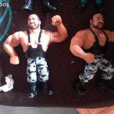 Figuras y Muñecos Pressing Catch: SACAMANTECAS PAREJA WWE WWF HASBRO TITAN SPORTS. Lote 128275190