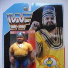 Figuras y Muñecos Pressing Catch: WWF AKEEM RECIO FIGURA EN BLISTER HASBRO MB ESPAÑA 1990. Lote 166070826
