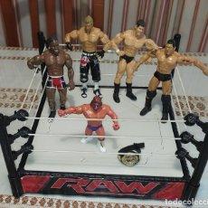 Figuras y Muñecos Pressing Catch: -RING WWE DE MATTEL MÁS 5 MUÑECOS DE LUCHA WWE. Lote 288559343