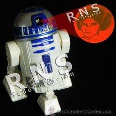 Figuras y Muñecos Star Wars: R2D2 LUZ PROYECTOR MUÑECO LA GUERRA DE LAS GALAXIAS FIGURA STAR WARS ROBOT JUGUETE - C. FICCIÓN CINE. Lote 32798919