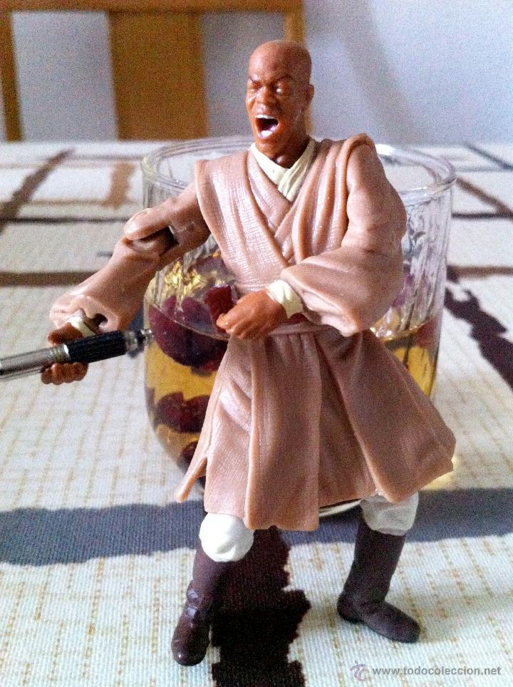 Figuras y Muñecos Star Wars: Mace Windu al ataque en la batalla de Geonosis. Figura con espada de empuñadura metálica. - Foto 2 - 45226003