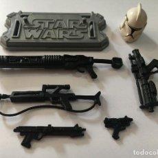 Figuras y Muñecos Star Wars: LOTE STAR WARS SAGA LEGENDS CLONE TROOPER ARMAS PISTOLAS BASE CASCO ARMA PISTOLA STARWARS HASBRO. Lote 82375168