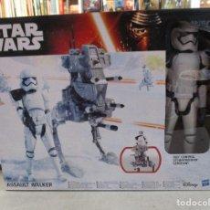 Figuras y Muñecos Star Wars: STAR WARS STORMTROOPER SARGENTO CON WALKER DE ASALTO NUEVO SIN ESTRENAR DISNEY. Lote 104617407