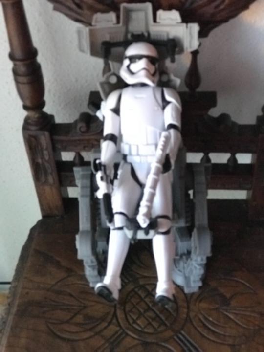 Figuras y Muñecos Star Wars: Star Wars 12 pulgadas Figuras y Vehiculos Storm Trooper (primer orden) y Asalto Walker - Foto 2 - 105059319