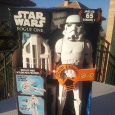 Figuras y Muñecos Star Wars: STAR WARS SNOWTROOPER IMPERIAL INTERACTECH DISNEY NUEVO. Lote 105768511