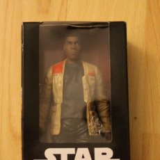 Figuras y Muñecos Star Wars: FIGURA STAR WARS THE FORCE AWAKENS FINN JAKKU. Lote 106596643