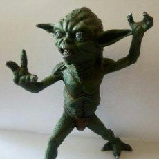Figuras y Muñecos Star Wars: FIGURA DE RESINA YODA DE STAR WARS FABRICADO Y PINTADO A MANO, ÚNICO. Lote 128851815