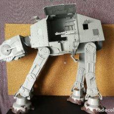Figuras y Muñecos Star Wars: AT AT GIGANTE STAR WARS HASBRO 2010. Lote 129439351