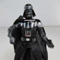Figuras y Muñecos Star Wars: FIGURA DE STAR WARS DE HASBRO 2004 - DARTH VADER. TAMAÑO 11 CM DE ALTURA. Lote 130975652