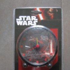 Figuras y Muñecos Star Wars: RELOJ DESPERTADOR STAR WARS DISNEY. NUEVO EN BLISTER ORIGINAL. Lote 133362686