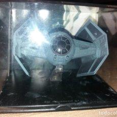 Figuras y Muñecos Star Wars: STAR WARS NAVE Y VEHICULOS CAZA DARTH VADER CON FASCÍCULO 16 PLANETA AGOSTINI FIGURA PLOMO. LEER . Lote 136222410