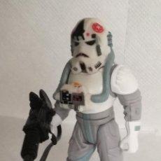 Figuras y Muñecos Star Wars: FIGURA STAR WARS: AT-AT DRIVER, CON FUSIL, KENNER 1998 - 10 CM DE ALTURA (A-D). Lote 143729498
