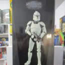 Figuras y Muñecos Star Wars: FIGURA REPUBLIC CLONE TROOPER - 2 ARMAS - MILITARIES -ESCALA 1:6 -30 CM -NUEVO. Lote 147989770