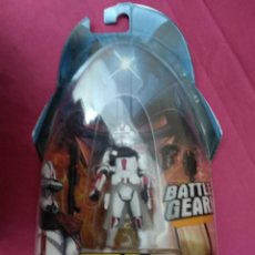 Figuras y Muñecos Star Wars: STAR WARS. BATTLE GEAR. CLONE COMMANDER. REVENGE OF THE SITH. EN SU BLISTER ORIGINAL. Lote 151962550