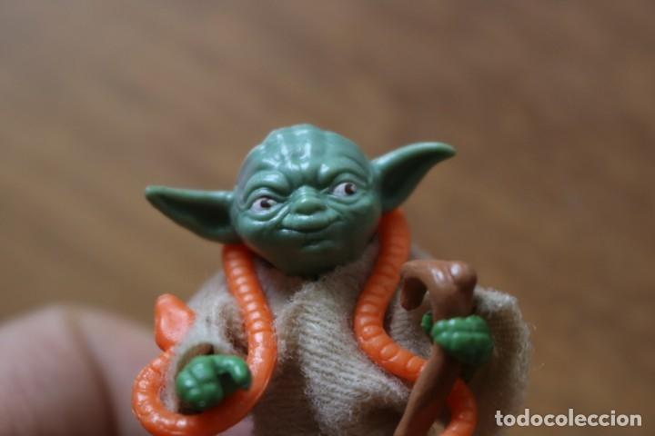 Figuras y Muñecos Star Wars: Figura acción vintage Star Wars Kenner Yoda completa bastón repro 1980 Hong Kong LFL - Foto 2 - 158662202