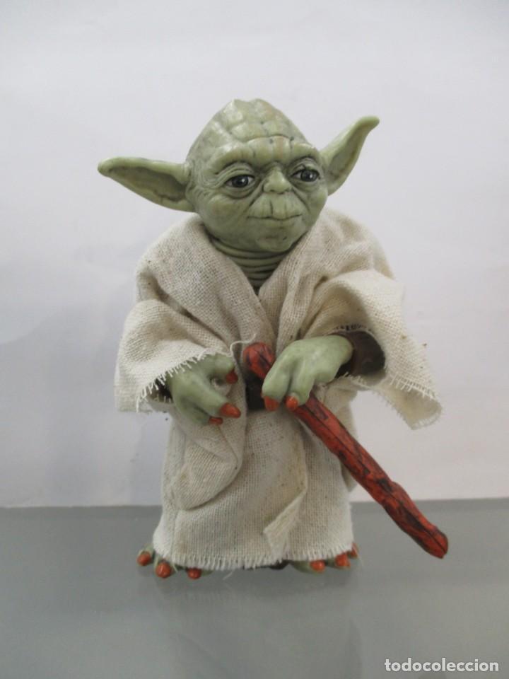 Figuras y Muñecos Star Wars: STAR WARS - YODA JEDI MASTER - RESINA Y CHAQUETA DE TELA - NUEVO -12 CM - Foto 2 - 173895327
