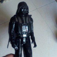Figuras y Muñecos Star Wars: STAR WARS FIGURA MUÑECO DARTH VADER - 29.5.CM ALTO HASBRO. Lote 175286438