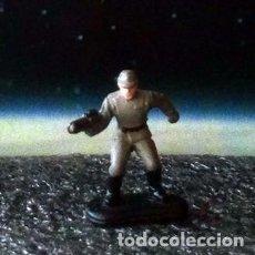 Figuras y Muñecos Star Wars: OFICIAL IMPERIAL GRIS 1 DE 4 / STAR WARS IV - VI / MICRO MACHINES MICROMACHINES / MINIATURA. Lote 177655135