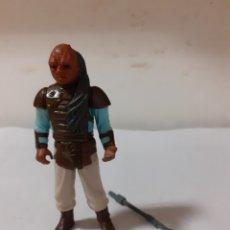 Figuras y Muñecos Star Wars: STAR WARS FIGURA WEEQUAY 1983 LFL CON ARMA. Lote 179093578