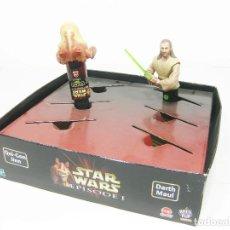Figuras y Muñecos Star Wars: EXPOSITOR SPIN POP CANDY HASBRO DE DARTH MAUL CON QUI-GON JINN Y JAR JAR BINKS. STAR WARS EPISODIO I. Lote 191241387