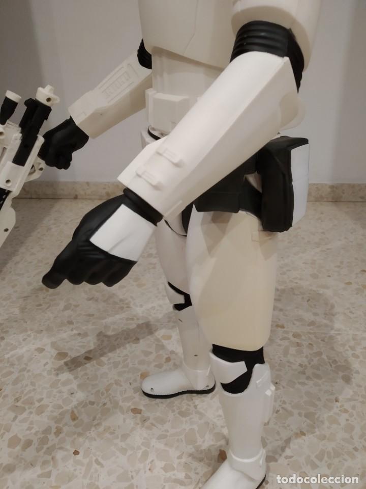 Figuras y Muñecos Star Wars: ENORME FIGURA STORMTROOPER -JAKKS PACIFIC- 80 CMS, STAR WARS: EL DESPERTAR DE LA FUERZA - Foto 4 - 191642287