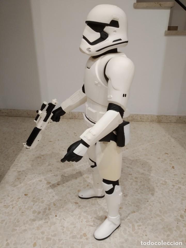 Figuras y Muñecos Star Wars: ENORME FIGURA STORMTROOPER -JAKKS PACIFIC- 80 CMS, STAR WARS: EL DESPERTAR DE LA FUERZA - Foto 5 - 191642287