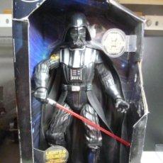 Figuras y Muñecos Star Wars: FIGURA DARTH VADER CON SONIDOS. Lote 213514440