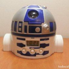 Figuras y Muñecos Star Wars: RELOJ DESPERTADOR R2D2 STAR WARS DE COLACAO PROYECTA HORA EN LA PARED. FUNCIONA.. Lote 225171112