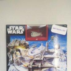 Figuras y Muñecos Star Wars: STAR WARS BATALLA EN LA BASE ECO HOT WHEELS-JUGUETE MINIATURA-. Lote 243639630