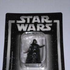 Figuras y Muñecos Star Wars: STAR WARS - DARTH VADER - (LUCASFILM & TM LTD 2006) FIGURA DE METAL SIN ESTRENAR, ESCALA 1:32. Lote 247767000