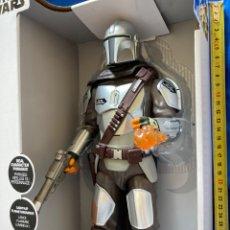 Figuras y Muñecos Star Wars: STAR WARS THE MANDALORIAN FIGURA ARTICULADA,35CM ,LUZ Y SONIDO DISNEY. Lote 252919620
