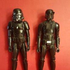 Figuras y Muñecos Star Wars: DOS FIGURAS STORMTROOPER DEL IMPERIO (29 CM.),SAGA STAR WARS , HASBRO. Lote 266345813