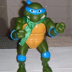 Figuras y Muñecos Tortugas Ninja: TORTUGA NINJA DE 35 CMS PLAYMATES TOYS EN . Lote 32883362