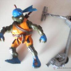 Figuras y Muñecos Tortugas Ninja: MUÑECO TORTUGAS NINJA LEONARDO BIKIN LEO DE 13 CM PLAYMATES. Lote 44449191