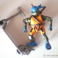 Figuras y Muñecos Tortugas Ninja: MUÑECO TORTUGAS NINJA LEONARDO BIKIN LEO DE 13 CM PLAYMATES. Lote 44449340