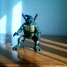 Figuras y Muñecos Tortugas Ninja: FIGURA TORTUGA NINJA CON ARMAS NINJA. Lote 46248278