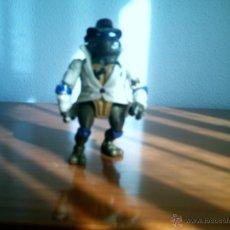 Figuras y Muñecos Tortugas Ninja: FIGURA TORTUGA NINJA CON SOMBRERO Y GABARDINA. Lote 46248295