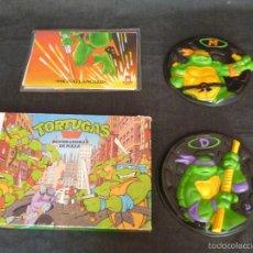 Figuras y Muñecos Tortugas Ninja: LOTE DE TORTTUGAS NINJA JUEGO MB MAS DISCOS MAS POSTERS LEER ANUNCIO. Lote 57133879