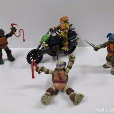 Figuras y Muñecos Tortugas Ninja: LAS CUATRO TORTUGAS NINJA CON ARMAMENTO Y SU MOTO. Lote 87071040