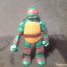 Figuras y Muñecos Tortugas Ninja: 3 TORTUGAS NINJA 2013 VIACOM CON CAPARAZÓN COFRE CON ARMAS.. Lote 106191883