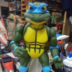 Figuras y Muñecos Tortugas Ninja: LEONARDO.TORTUGA NINJA.MIRAGE STUDIOS 1989.GRAN TAMAÑO,34 CM.DE ALTO. Lote 137475802