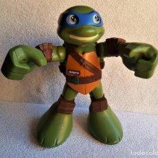 Figuras y Muñecos Tortugas Ninja: GIGANTESCA TORTUGA NINJA CON SONIDOS Y MOVIMIENTOS - 31.CM APROX ALTO. Lote 150799002