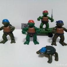 Figuras y Muñecos Tortugas Ninja: LOTE DE 5 FIGURAS DE LAS TORTUGAS NINJA Y MONOPATÍN 2004 MIRAGE STUDIOS. Lote 174236994