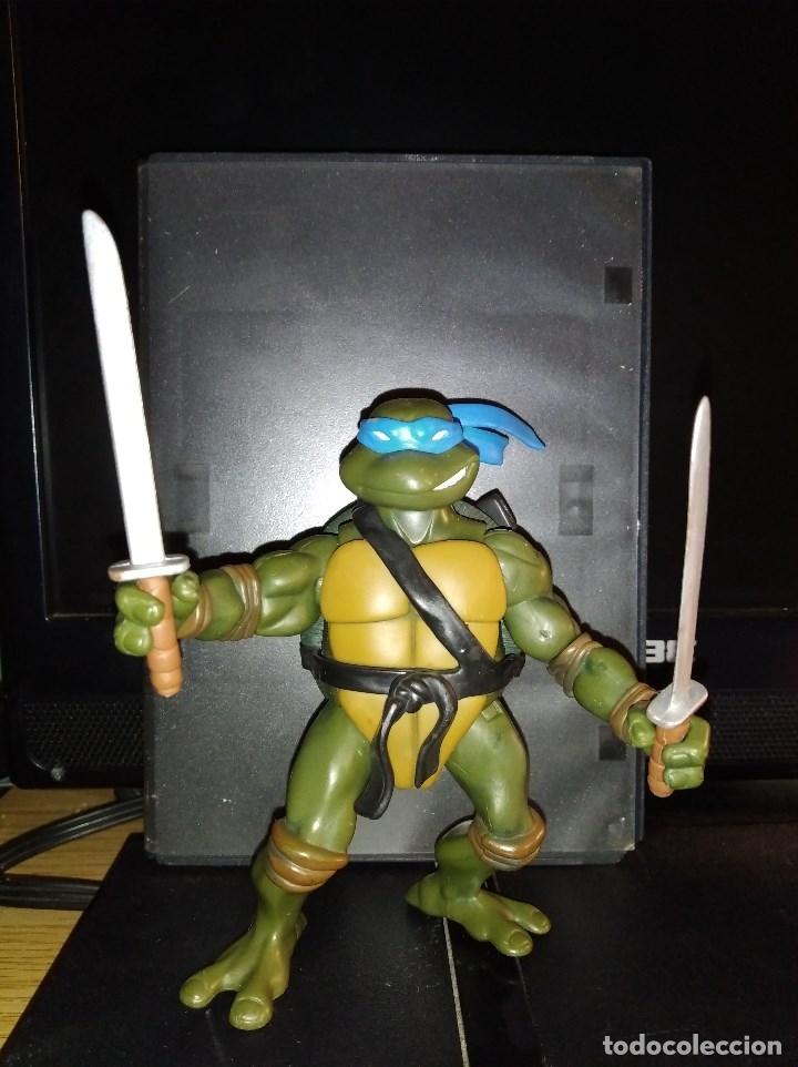 FIGURA DE ACCION TORTUGAS NINJA TMNT LEONARDO CON ESPADAS AÑO 2002 NINJA TURTLES (Juguetes - Figuras de Acción - Tortugas Ninja)