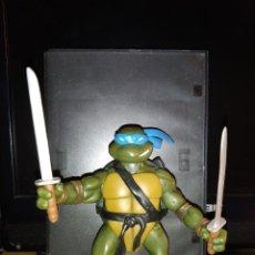 Figuras y Muñecos Tortugas Ninja: FIGURA DE ACCION TORTUGAS NINJA TMNT LEONARDO CON ESPADAS AÑO 2002 NINJA TURTLES. Lote 182329898