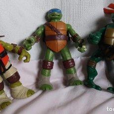 Figuras y Muñecos Tortugas Ninja: TRES TORTUGAS GRANDES, 26CM PLAYMATES 2012, 2014 Y SIN MARCAR. Lote 183913617