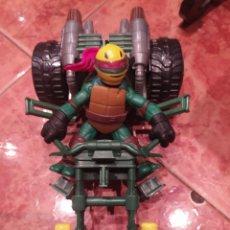 Figuras y Muñecos Tortugas Ninja: TORTUGA NINJA A RAPHAEL CON MOTOCICLETA DE VIACOM DEL AÑO 2012.. Lote 195333717