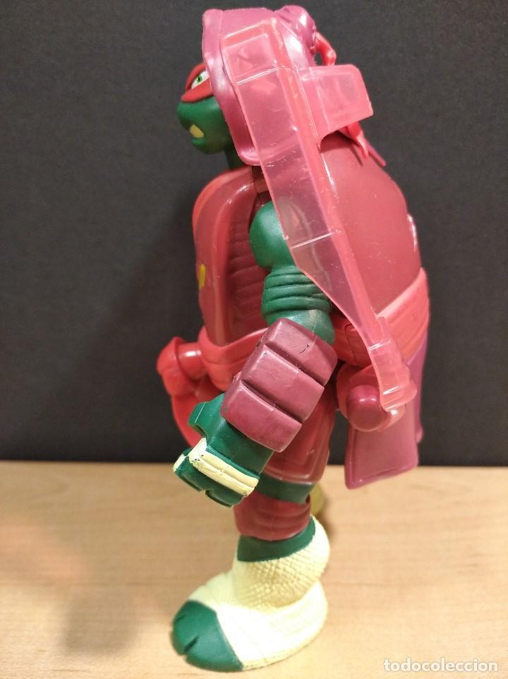 Figuras y Muñecos Tortugas Ninja: FIGURA TORTUGAS NINJAS RAFAEL THROW N BATTLE-15cm aprox.-VIACOM-2013-VER FOTOS-V1 - Foto 5 - 200039851