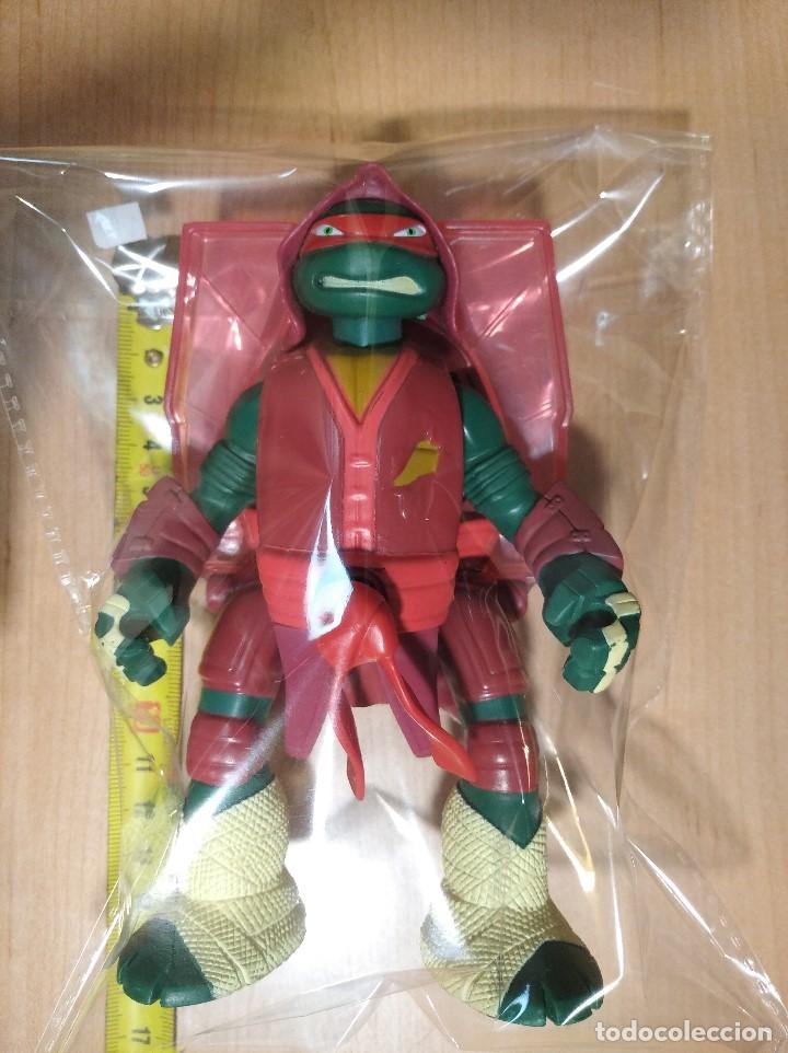 Figuras y Muñecos Tortugas Ninja: FIGURA TORTUGAS NINJAS RAFAEL THROW N BATTLE-15cm aprox.-VIACOM-2013-VER FOTOS-V1 - Foto 7 - 200039851